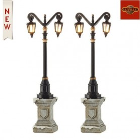LUVILLE CLASSIC LANTERN ON FOOT SET OF 2