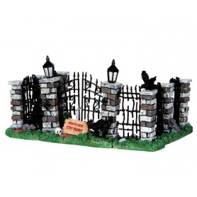 LEMAX SPOOKY IRON GATE AND FENCE, SET OF 5